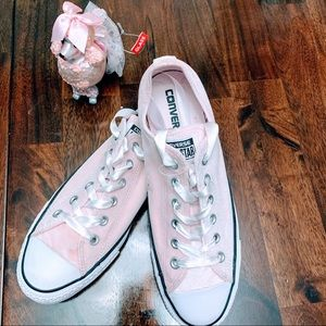 🌸CUTE FUN LIGHT PINK CONVERSE 🌸